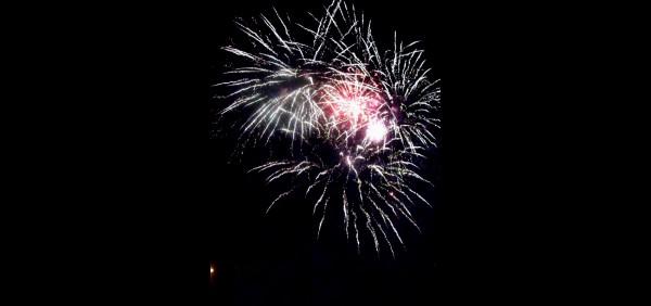 """Mit einem großen Feuerwerk endete die """"Lange Nacht der Wissenschaften 2014"""" in Halle."""